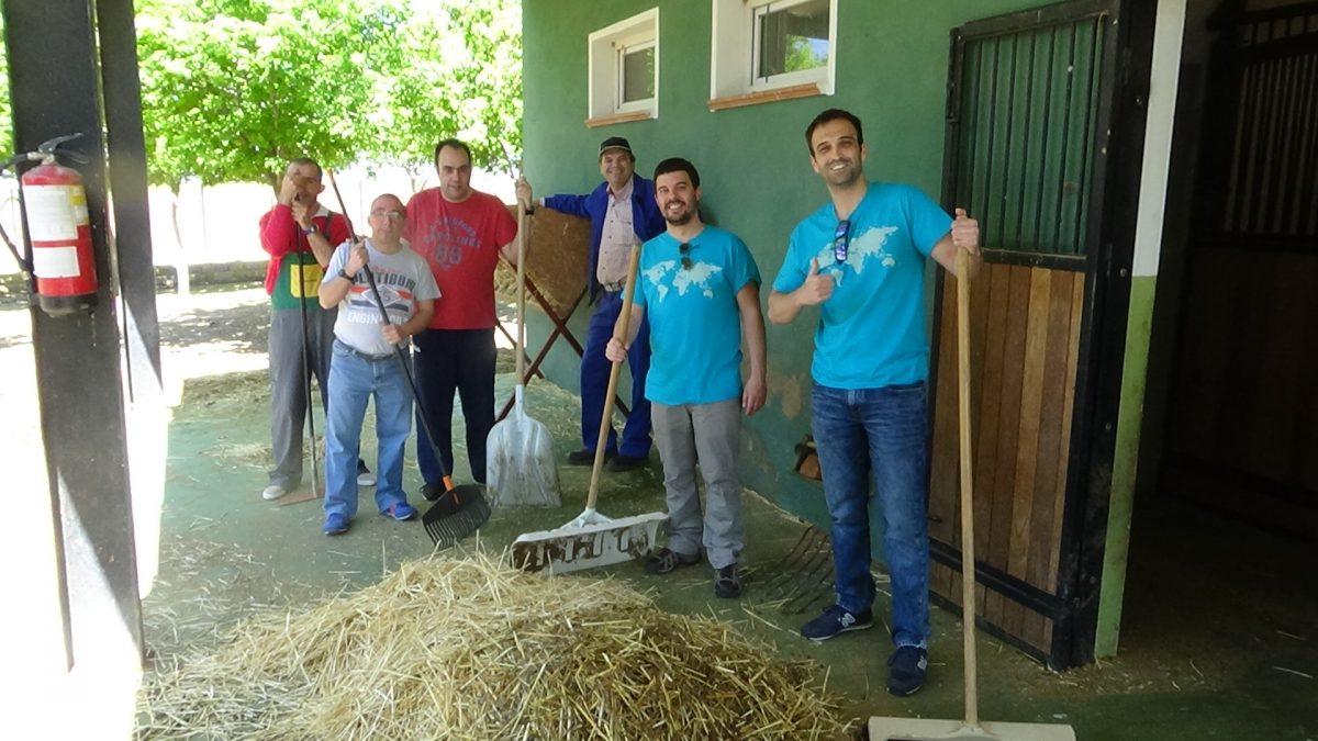 Los chicos del Grupo Amas vienen como voluntarios a ALBA